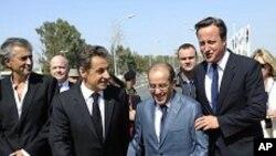 Bernard-Henri-Levy, Nicolas Sarkozy, Mahmoud Jibril (ex-Premier ministre CNT libyen), David Cameron, Tripoli, le 15 septembre 2011.