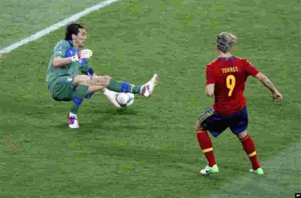 Spain's Soccer Euro 2012 Fernando Torres scores his side's third goal
