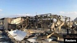 Abasirikare b'Amerika bariko bagenzura ahatewe misile kw'ikambi ya Ain al-Asad mu ntara ya Anbar, muri Iraki, kw'itariki 13/01/2020.