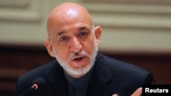 阿富汗總統卡爾扎伊在印度進行為期四天訪問﹐12月14日在記者會上與媒體對話。