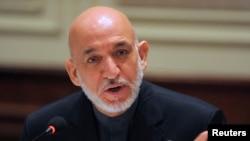 Tổng thống Afghanistan Hamid Karzai phát biểu trong 1 cuộc họp báo tại New Delhi, 14/12/2013