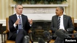 2015年5月26日美国总统奥巴马在白宫会见北约秘书长斯托尔滕贝格(左)