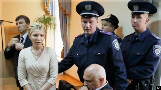 Police lead former Ukrainian Prime Minister Yulia Tymoshenko out of the courtroom after a verdict in her case has been rendered at the Pecherskiy District Court in Kyiv, Ukraine, Oct. 11, 2011.
