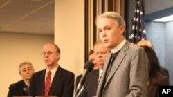 贝克曼誓言,在一个星期里只喝水,以抗议削减计划