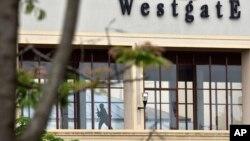 9月24日一名肯尼亚士兵在遭受袭击的商厦二楼