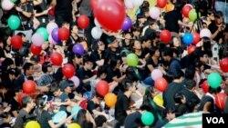 大會在公民廣場內佈置七彩繽紛的氣球,寓意大家追尋天賦的思想自由空間