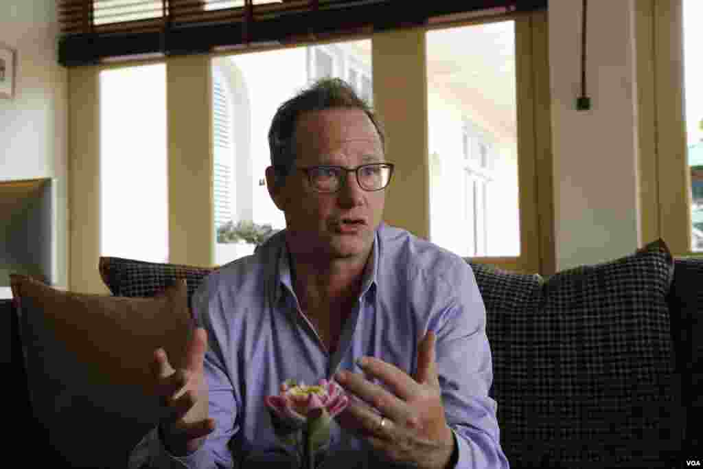 "Jonathan Friedland, Chief Communications Officer of Netflix Inc, gives an interview to VOA Khmer following a a press conference about a Netflix-produced drama, ""First They Killed My Father"" at Grand Hotel D'Angkor in Siem Reap, Cambodia, February 18, 2017. (Kann Vicheika/VOA Khmer)"