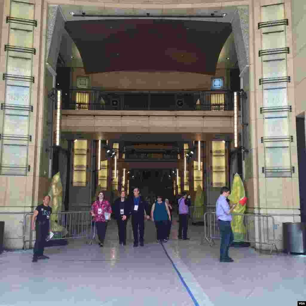 محل ورود ستارگان سینما به ساختمان دالبی، جایی که مراسم اسکار هر سال برگزار میشود