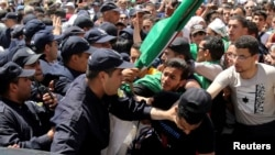 Nouvelles manifestations et arrestations à Alger