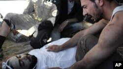 Thi hài một nạn nhân trong các vụ giao tranh ở Syria 14/7/12