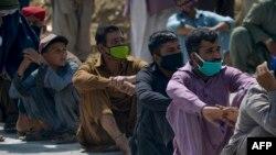 کرونا وائرس کے باعث پاکستان میں ہزاروں افراد کے بے روزگار ہونے کا خدشہ طاہر کیا جا رہا ہے۔