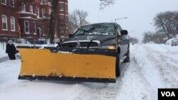 華盛頓民眾忙於掃除積雪