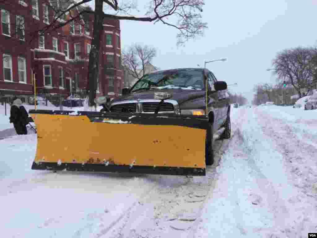 Вашингтон чистить вулиці від снігу.