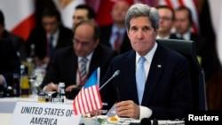 Джон Керри на совещании «Друзей Сирии» в Стамбуле, Турция. 21 апреля 2013 года