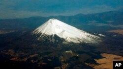 白雪覆蓋下的富士山