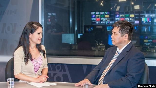 Trà Mi phỏng vấn Tiến sĩ Cù Huy Hà Vũ (Ảnh: Khải Nguyễn)