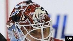 Будни НХЛ: продажа клуба Dallas Stars и травмы вратарей