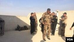 Tentara Irak dalam operasi kontraterorisme di pinggiran kota Mosul, Irak (12/11). (VOA/H. Murdock) l;