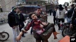 계속되는 정부군의 폭격으로 인한 민간인 사상자.
