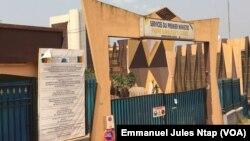 L'une des entrées des services du Premier ministre à Yaoundé, le 7 janvier 2018. (VOA/Emmanuel Jules Ntap)
