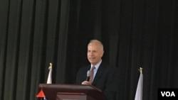 美国在台协会执行理事罗瑞智对华府地区台侨发表美台关系讲话(美国之音钟辰芳拍摄)
