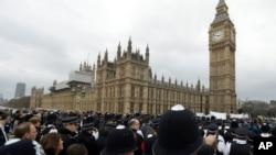 Des policiers réunis devant le Parlement à Londres, 29 mars 2017.