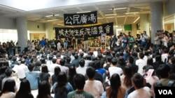 大會估計有400名師生參與城市大學反洗腦集會