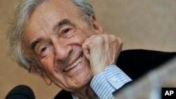 Ảnh tư liệu - Ông Elie Wiesel trong một buổi họp báo ở Budapest, Hungary, ngày 10 tháng 12 năm 2009.