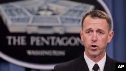 Đô đốc John Richardson, người đứng đầu các hoạt động hải quân của Mỹ, phát biểu trong một cuộc họp báo ở Ngũ Giác Đài.