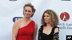 Η Έρση Δάνου(δεξιά) με την Αγγελική Γιαννακοπούλου ιδρύτριες του Ελληνικού Φεστιβάλ στο Λος Άντζελες