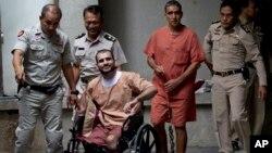 태국 방콕의 형사재판소는 22일 폭탄물 소지 혐의로 기소된 이란 남성 사에이드 모라디(왼쪽 두번째)와 무함마드 카르제이(오른쪽 두번째)에게 각 각 종신형과 15년형을 선고했다.