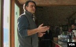 Karem Baki di winery Hillsborough miliknya di Purcellville, negara bagian Virginia.
