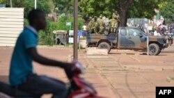 2015年9月17日首都瓦加杜古街头的布基纳法索士兵。
