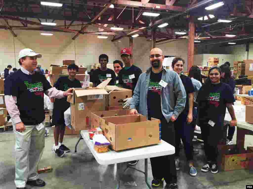 """داوطلبان نایاک """"روز خدمت ملی نوروز""""، در منطقه اورنج کانتی در ایالت کالیفرنیا"""