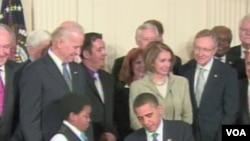 Predsjednik SAD Barack Obama potpisuje zakon o reformi zdravstva