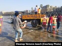 وارسووا ساحل کی صفائی میں حصہ لینے والے رضاکار