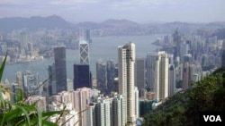 俯瞰香港维多利亚港湾 (美国之音 方远拍摄)