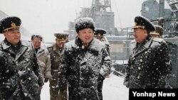 북한 김정은 국방위원회 제1위원장이 해군 잠수함부대인 '조선인민군 제189군부대'를 시찰했다고 노동신문이 13일 밝혔다.