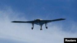 지난 5월 미군 항공모함 조지 부시 호에서 이륙하는 무인기 X-47B. (자료사진)