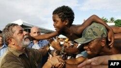 Tổng thống Brazila Lula da Silva đặt việc cung cấp lương thực cho các bữa ăn sáng, trưa và tối của tất cả mọi người dân Brazil, là mục tiêu chủ yếu của chính phủ do ông lãnh đạo