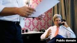 Amerika Dışişleri Bakanı John Kerry, telefonla görüştüğü Rus mevkidaşı Sergei Lavrov'a, Rusya'nın Suriye'de askeri yığınak yaptığı haberlerinden duyduğu kaygıyı dile getirdi.