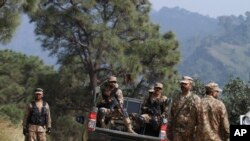 Pakistan army soldiers patrol at a forward area Bagsar post on the Line of Control (LOC), that divides Kashmir between Pakistan and India, in Bhimber, some 166 kilometers (103 miles) from Islamabad, Pakistan, Oct. 1, 2016.