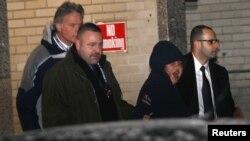نیویارک پولیس کے حکام نے ایریکا میننڈز کو حراست میں لیا۔