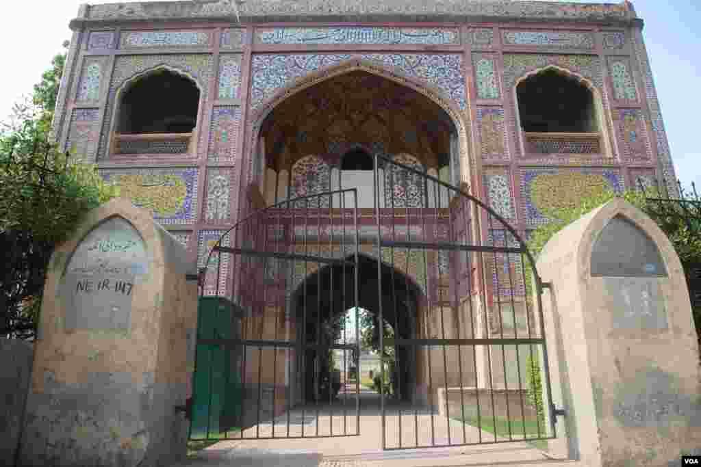دائی انگہ کا اصل نام زیب النسا تھا اور مغل بادشاہ شاہ جہاں کے عہد میں ان کا بڑا عروج رہا ہے۔
