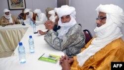 Bekas kelompok pemberontak Tuareg melakukan pertemuan di Ouagadougou, Burkina Faso (foto: ilustrasi). Cheick Aoussa, pemimpin Tuareg, tewas hari Sabtu (8/10) di Mali.