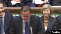 Tsohon Firayim Minista David Cameron da wadda ta gajeshi Theresa May