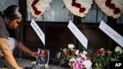 Stanovnici Dejtona polažu cveće za žrtve napada