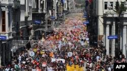 İstanbul'da düzenlenen İnternet yasaklarını protesto gösterisi