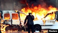 比利時抗議人群與警察發生衝