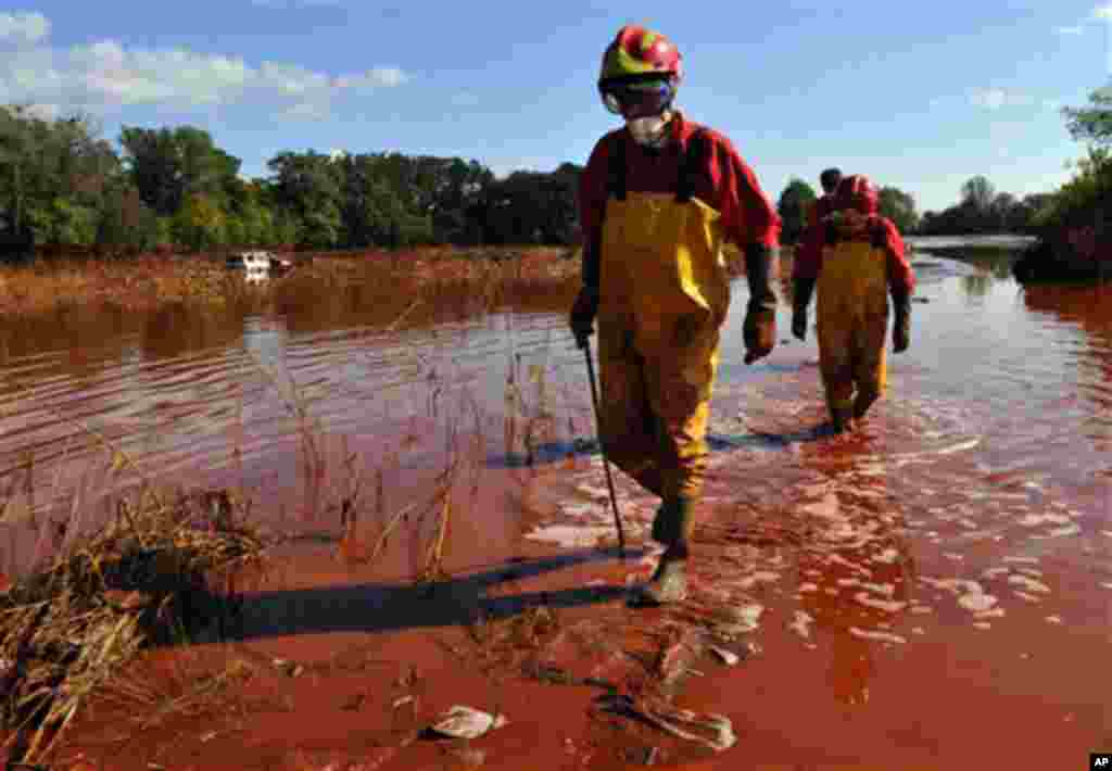 Rescue team searches for missing bodies possibly washed away by flooding toxic mud near the village of Kolontar, Hungary, Thursday, Oct. 7, 2010. Monday's flooding was caused by the rupture of a red sludge reservoir at a metals works in western Hungary an